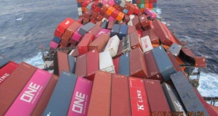 tau-cho-hang-gap-bao-mot-luong-lon-container-bi-roi-tai-thai-binh-duong